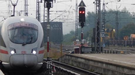 Für mehrere Tage fahren keine Züge zwischen Donauwörth und Augsburg, die Strecke wird für Bauarbeiten gesperrt.