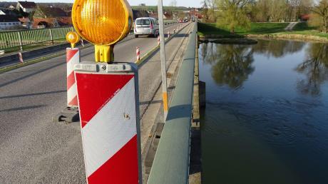 Seit 2007 dürfen nur noch Laster mit maximal 30 Tonnen über die Donaubrücke bei Marxheim, seit 2013 geht auch das nun noch einspurig. Bis die neue Querung steht, braucht es weiter Geduld.