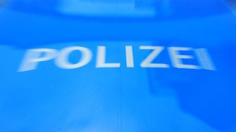 Die Polizei Friedberg meldet eine aufgeklärte Unfallflucht.