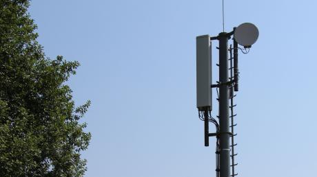 Seit fast einem Monat funktioniert der Handymast bei Tagmersheim (im Hintergrund) nicht mehr. Deshalb haben O2-Kunden im Bereich der Gemeinde keinen Empfang.