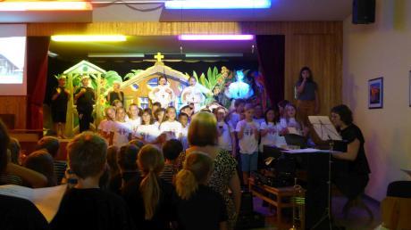 """Das Musical """"Julian Knogler – Leben und Wirken"""" wurde beim Schulfest der Julian-Knogler-Grundschule Marxheim aufgeführt und bekam riesigen Beifall."""
