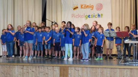 Egal ob Schulsong, Bläsergruppe oder Theaterspieler – die Kinder der Grundschule Huisheim zeigten sich auf der Bühne als versierte Darsteller und Interpreten. Sie setzten sich unter Anleitung ihrer Lehrer kreativ mit den Themen auseinander.