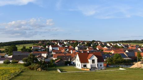 In Daiting ging es um die Frage, ob zwischen Hochfeld und Natterholz eine ganze Reihe von Flächen mit Photovoltaik-Modulen bebaut werden sollen.