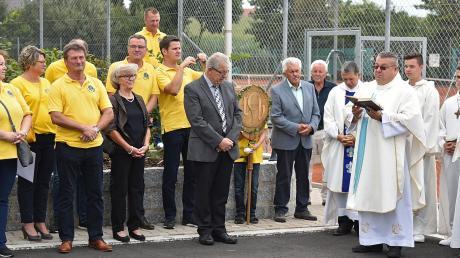 Bei den Feierlichkeiten nahm der TC Buchdorf auch das neue Spielfeld offiziell in Betrieb.