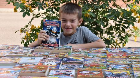 """""""Kaufen, nicht weiterlaufen"""" – mit diesem Spruch versuchte der siebenjährige Lukas, Kunden anzulocken. Bei ihm gab es massenhaft """"Lustige Taschenbücher""""."""