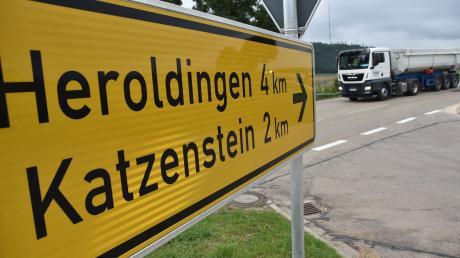 Die Kreisstraße über Heroldingen und Katzenstein ist ab sofort für Lastwagen gesperrt. Dies hat das Landratsamt angeordnet.