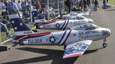 Warten auf ihren Einsatz: Diese Modelljets der U.S. Air Force stehen in der Warteschleife.