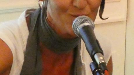 Jitka Müller singt von Liebe, Freunden und schönen Momenten.