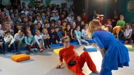 Mit seinem fesselnden Spiel zog das Eukitea-Theater die Schüler in seinen Bann.