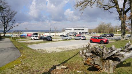 Wenn 2021 das frisch sanierte Freibad am Schellenberg wieder öffnet, soll es für die Besucher mehr Parkfläche geben.
