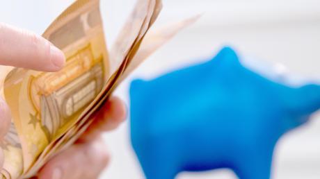 Alte Prämiensparverträge boten den Kunden der Sparkassen oft lukrative Zinssätze, mit denen am Ende des Jahres ein dickes Plus im Sparschwein beziehungsweise auf dem Konto zu verzeichnen war. Damit ist nun Schluss.