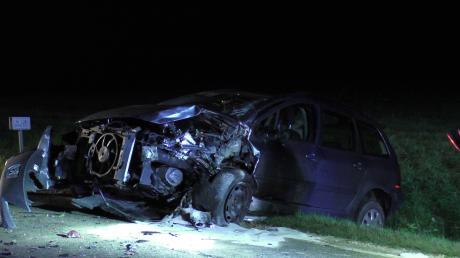 Ein schwerer Unfall, bei dem zwei Autos nahezu frontal kollidierten, hat sich bei Blossenau ereignet.