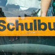 Die Polizei hat am Freitagmorgen nahe Donauwörth eine Reihe von Schulbussen kontrolliert.