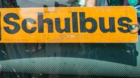 Ein Schulbus war am Dienstag nahe Ebershausen in einen Unfall verwickelt.