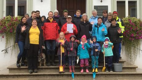 Der Imkerverein Monheim hat mit zahlreichen Helfern sowie der Unterstützung der Stadt eine Blumenpflanzaktion in der Stadt gestartet. Mit dabei waren Bürgermeister Günther Pfefferer und die Landtagsabgeordnete Eva Lettenbauer.