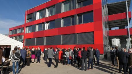 Das Festzelt, das neben den neuen Räumen des Donauforums aufgebaut wurde, zählte viele Gäste aus Öffentlichkeit und Politik bei der großen Eröffnung mit anschließendem Tag der offenen Tür.