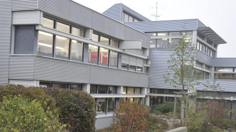 Die Grund- und Mittelschule in Bäumenheim ist in die Jahre gekommen. Sanierung oder Abriss und Neubau sind aktuelle Themen. Jetzt wurde das 50-jährige Jubiläum des Schulverbands gefeiert.
