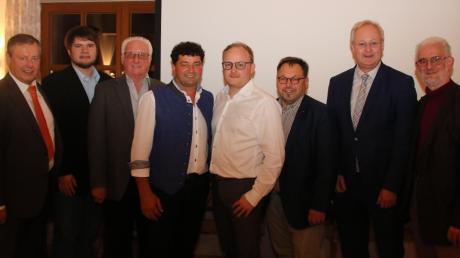 Bei der Nominierungveranstaltung PWG/FW Harburg: (von links): Johann Häusler MdL, FW-Kreisvorsitzender Florian Riehl, Helmut Beyschlag, Bürgermeisterkandidat Axel Wiedenmann, PWG-Fraktionssprecher Matthias Schröppel, PWG-Kreisvorsitzender Joseph Mayer, MdL Bernhard Pohl und Bernd Horst.