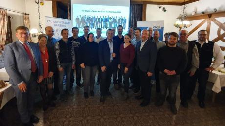 Die CSU Harburg um Bürgermeister Kandidat Bernd Spielberger (Mitte) hat ihre Stadtratsliste nominiert. Mit im Bild sind Landrat Stefan Rößle und Birgit Rößle vom Kreisvorstand (links),