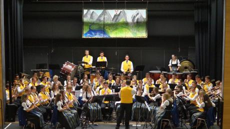 """Die Stadtkapelle Donauwörth entführte musikalisch in """"Bergwelten""""."""
