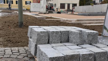 Die Arbeiten am Platz neben dem Rathaus sollen im Frühjahr abgeschlossen sein. Dort wird dann auch an die römische Vergangenheit Mertingens erinnert.