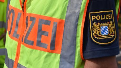 Die Polizei ermittelt nach einer Karambolage in Ebermergen wegen Unfallflucht.
