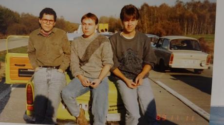 Michael Ensinger (von links), Stephan Schoder und Egbert Wenniger am 11. November 1989 auf ihrer Fahrt zur Mauer.