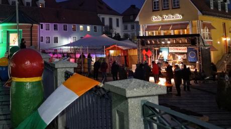 Das Donwud-Festival gibt es seit 2017 in Donauwörth. Es soll sich mit internationalen Live-Acts auf der Bühne und Kulinarischem bewusst von den üblichen Weihnachtsmärkten absetzen. Vergangenes Jahr war es nicht immer gelungen, die Massen anzuziehen.