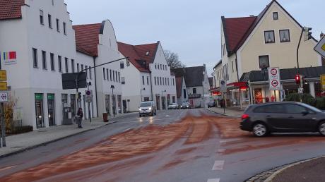 In der Rainer Innenstadt sind große Mengen Öl ausgetreten.