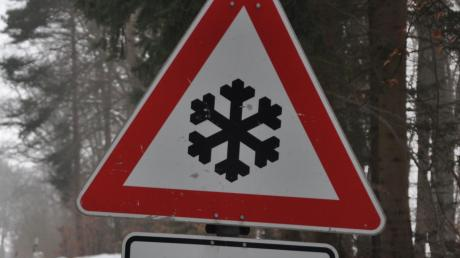 Auf den Straßen im Landkreis Landsberg könnte es glatt werden. Ein Unfall hat sich bereits ereignet.