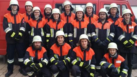 Ein Bilde aus dem Jahr 2019: 15 Feuerwehrkameraden der Feuerwehr Blossenau.