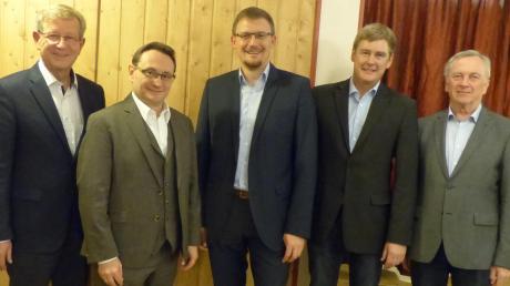 Bei der Nominierung: (von links) Peter Schiele, Bezirksrat, Ulrich Lange, MdB, Bürgermeisterkandidat Jürgen Raab, Christian Oßwald, stellvertretender Ortsvorsitzender und der amtierende Bürgermeister Gerhard Pfitzmaier.