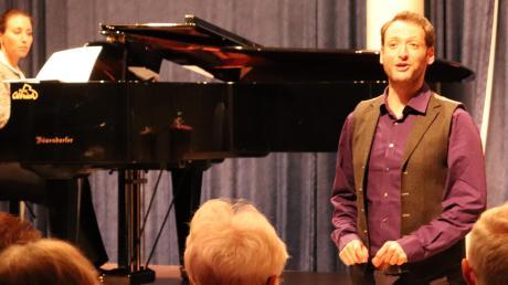 Yoéd Sorek ist der Enkel einer jüdischen Zeitzeugin. In Mertingen sang und erzählte er von seiner Großmutter Sima.