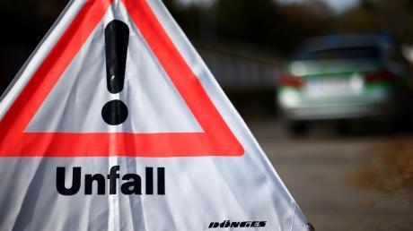 Auf der A96 in Fahrtrichtung Lindau hat sich am Mittwochmorgen, zwischen Buchloe und Jengen im Allgäu, ein Verkehrsunfall ereignet. Die Autobahn ist derzeit gesperrt.