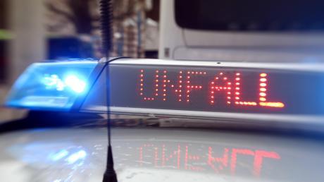 """Am Donauwörther """"Hubschrauber-Kreisel"""" verlor ein Fahranfänger die Kontrolle über seinen Wagen."""