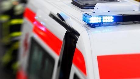 Bei Waldarbeiten nahe Zaisertshofen ist ein 22-Jähriger schwer verletzt worden.