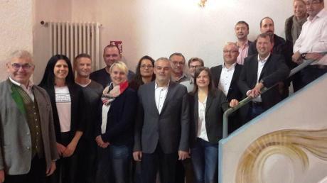 Bürgermeisterkandidat Franz Moll (Mitte) im Kreis der Gemeinderatskandidaten der Wählergemeinschaft Oberndorf, links Bürgermeister Hubert Eberle.
