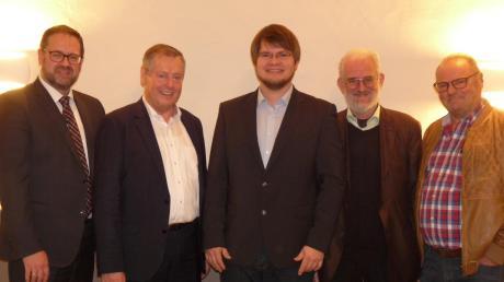 Gruppenbild der Freien Wähler mit Landrats-Kandidat (von links): Michael Bosse, Landtagsabgeordneter Johann Häusler, Florian Riehl,  Bernd Horst und Günther Otto.