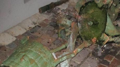 Völlig demoliert wurde der Brunnen am Marktplatz in Harburg durch einen Lastwagen.