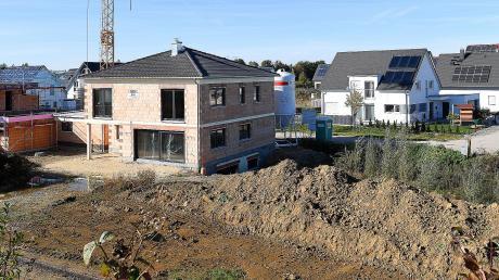 In Monheim wird ein neues Baugebiet ausgewiesen. Erst geht es mit drei Bauplätzen los, später soll erweitert werden.