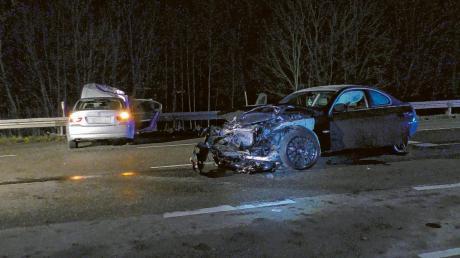 Fünf Personen sind bei einem Unfall in Bäumenheim verletzt worden. In dem schwarzen BMW saß der Unfallfahrer, im silbergrauen Wagen fünf Insassen.