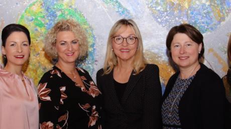 Die Frauen-Union Wemding führen (von links): Sarah Bauer, Monika Nawrath, Anja Maindok, Vorsitzende Sandra Eireiner, als Gast Beate Merk und Kreisvorsitzende Claudia Marb, Christa Karmann, Katharina Heider.