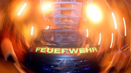 Bei einem Brand in Burggen bei Schongau ist am Freitag ein Sachschaden von etwa 200.000 Euro entstanden. Mehrere Feuerwehren beteiligten sich an der Brandbekämpfung.