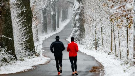 """""""Es gibt gute Gründe, auch im Winter Sport im Freien zu treiben,"""" sagt Gudrun Weiland-Frei, Bewegungsfachkraft bei der AOK in Donauwörth."""