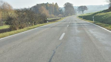 Unweit der Staatsstraße zwischen Monheim und Warching ist eine Frau auf dem Radweg verunglückt.
