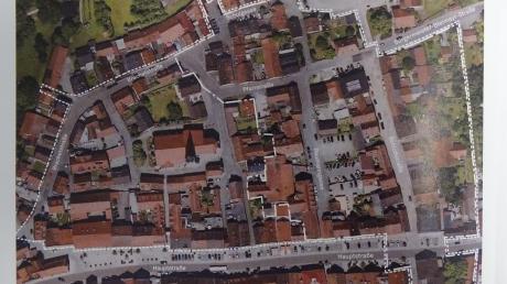 Das Johannisviertel in Rain – innerhalb der weiß gestrichelten Linie – liegt im direkten Umfeld der katholischen Stadtpfarrkirche St. Johannes und wurde mehrfach ausgedehnt.