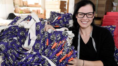 Sina Trinkwalder ist im Ries aufgewachsen. Vor zehn Jahren hat sie das Sozialunternehmen Manomama in Augsburg gegründet, das rund 140 Mitarbeiter beschäftigt, die auf dem normalen Arbeitsmarkt keine Chance hätten. Gestern referierte sie auch über das Thema Nachhaltigkeit im Donau-Rieser Kreistag.