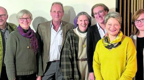 Mitglieder des Fördervereins Schwester Christina (vierte von links) und Vorsitzender Jo Bäuerle (links daneben).