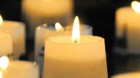 Kerzen erinnern beim weltweiten Lichtertag an verstorbene Mädchen und Buben. In Mertingen soll in der selben Absicht am 16. Dezember das Friedenslicht in St. Martin weitergegeben werden.