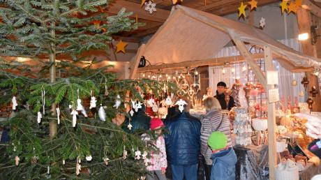 Bereits am Freitagnachmittag war viel los auf dem großen Weihnachtsmarkt auf der Bäldleschwaige.